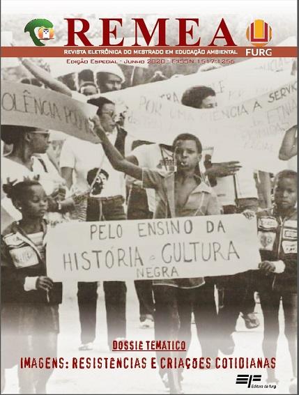 Um jovem negro segura um cartaz onde se lê o pedido de: Pelo ensino da história e cultura negra